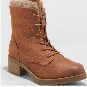 LIKE NEW! Universal Thread Boots